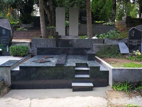 Dengimas granito plokšte. paminklas