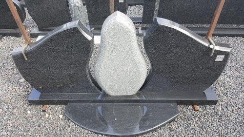 trijų dalių pilko ir juodo granito paminklas