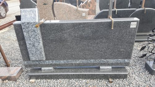 Juodo ir mėlyno granito paminklas