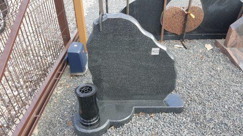juodo granito paminklas su vaza
