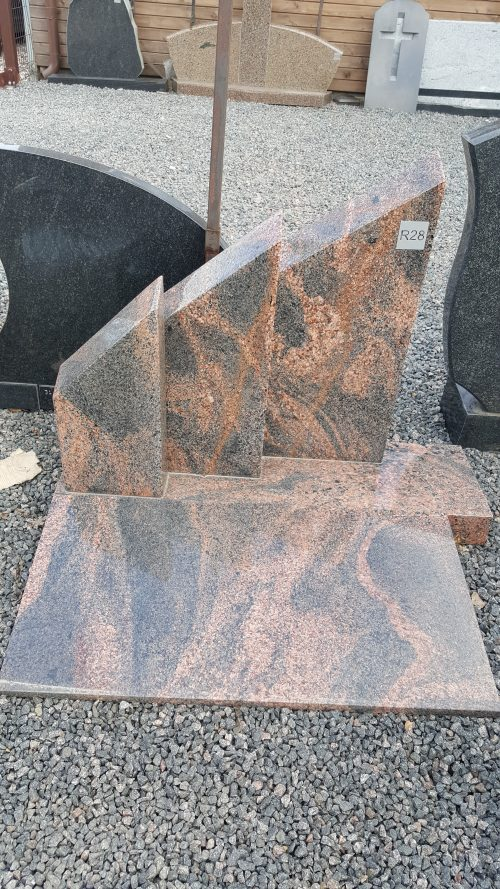 rausvo granito paminklas