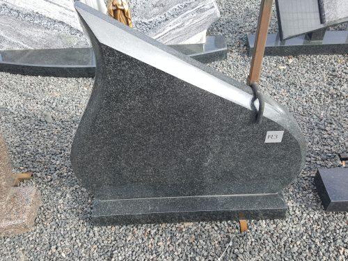 juodo granito paminklas