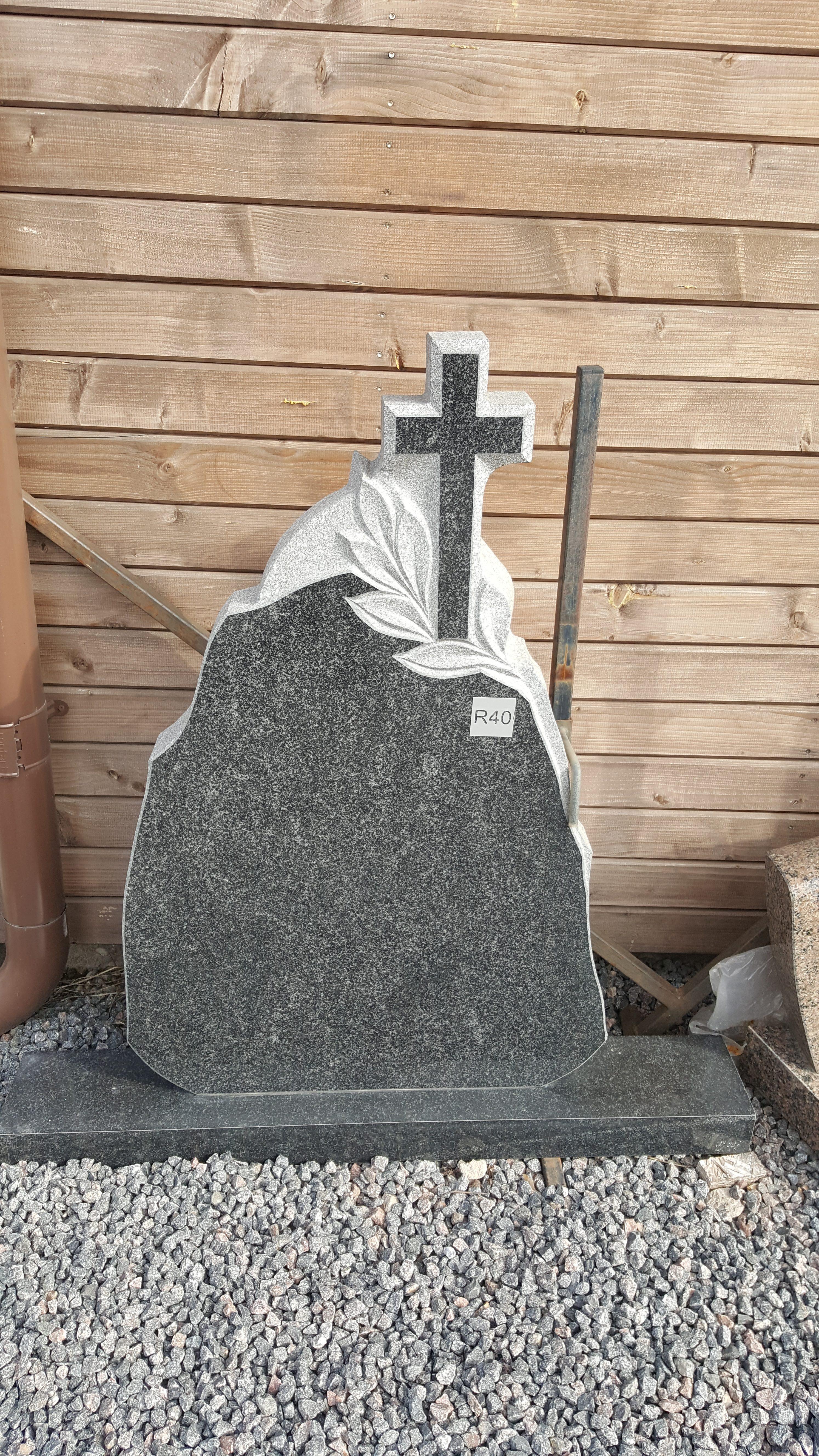 juodo Gabro diabaz granito paminklas
