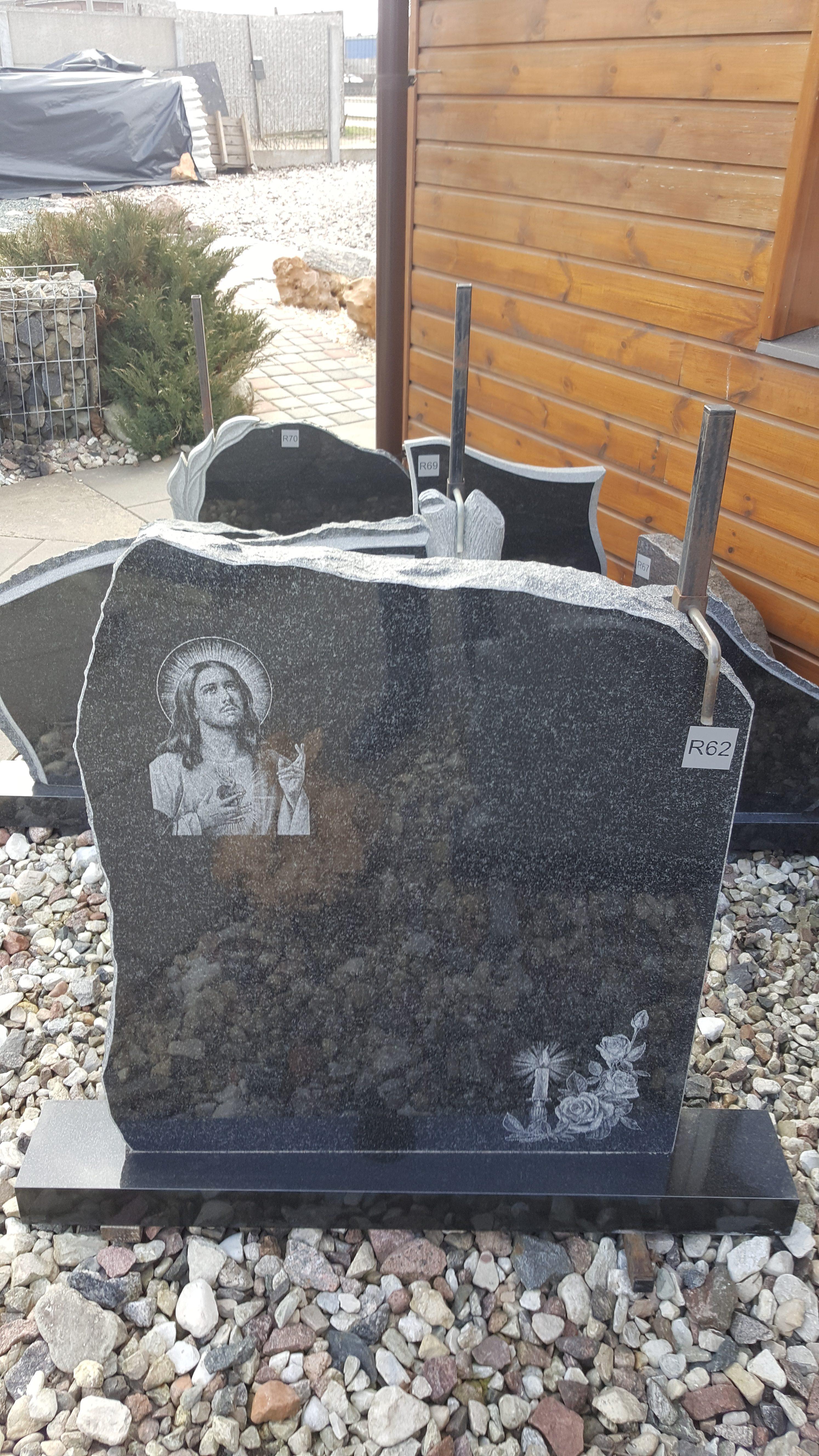 juodo Gabro diabaz granito paminklas vienos dalies su piešiniu