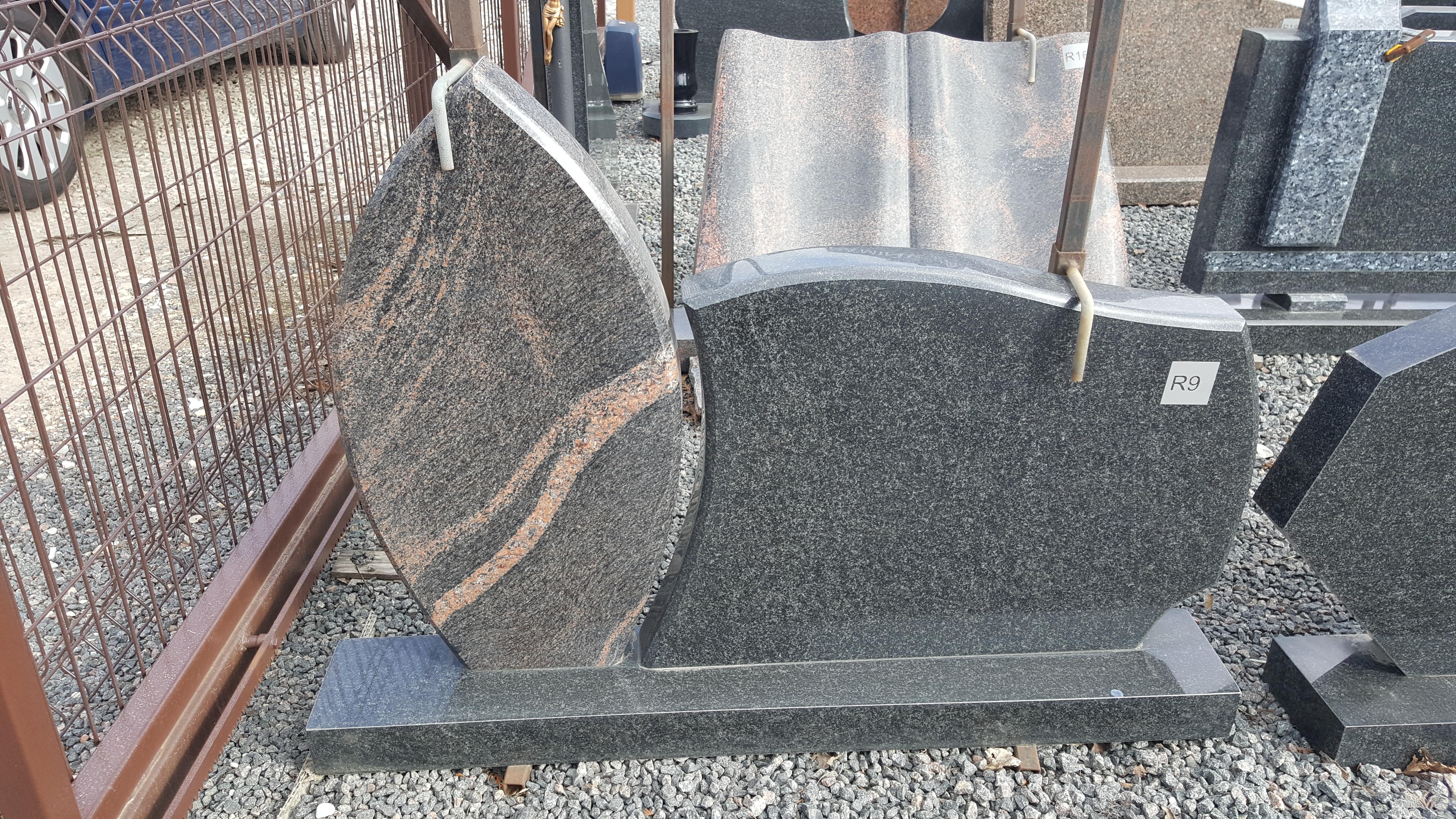 dviejų dalių rausvo ir juodo granito paminklas