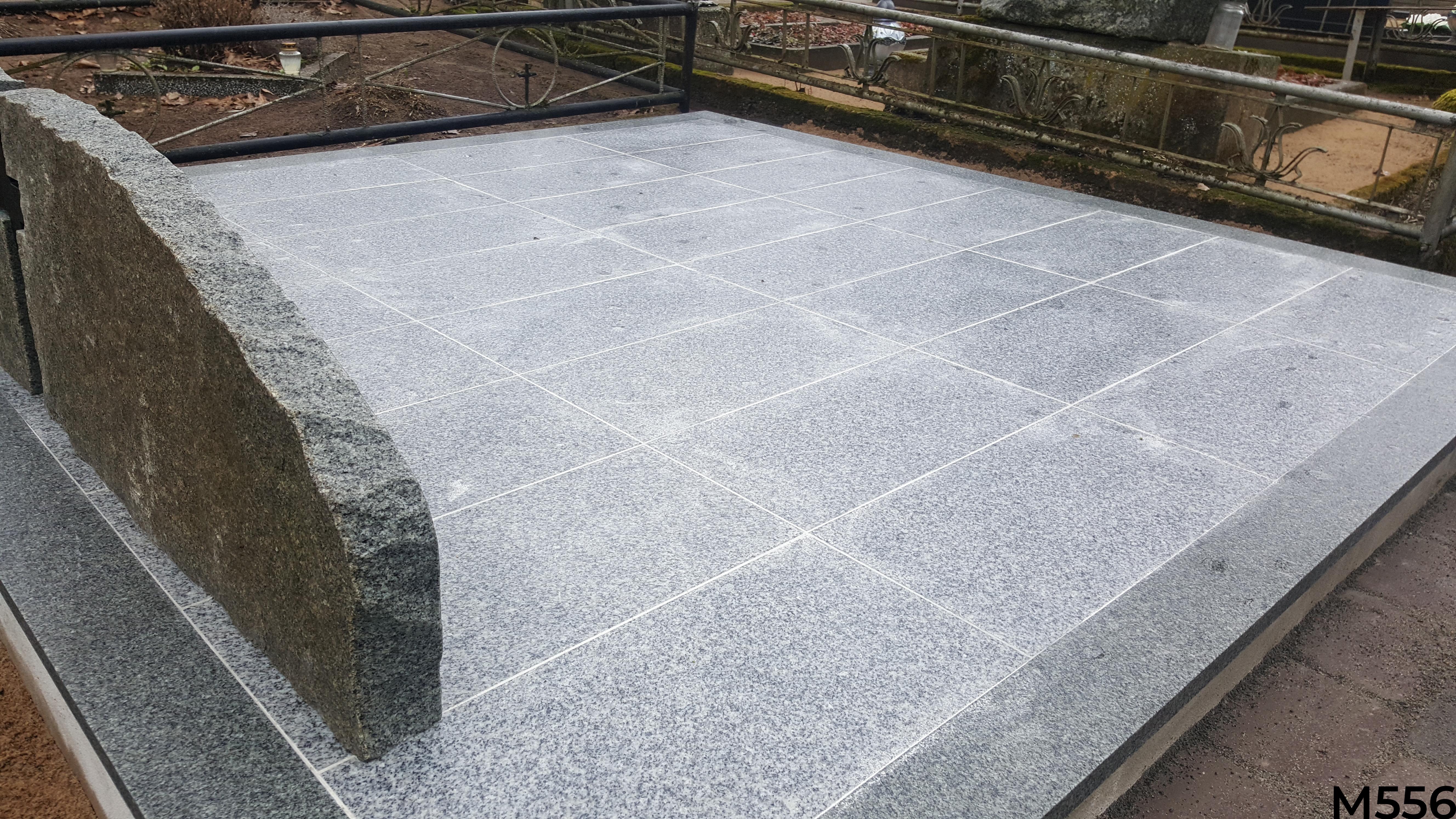 Kapo dengimas pilkomis granito plytelėmis