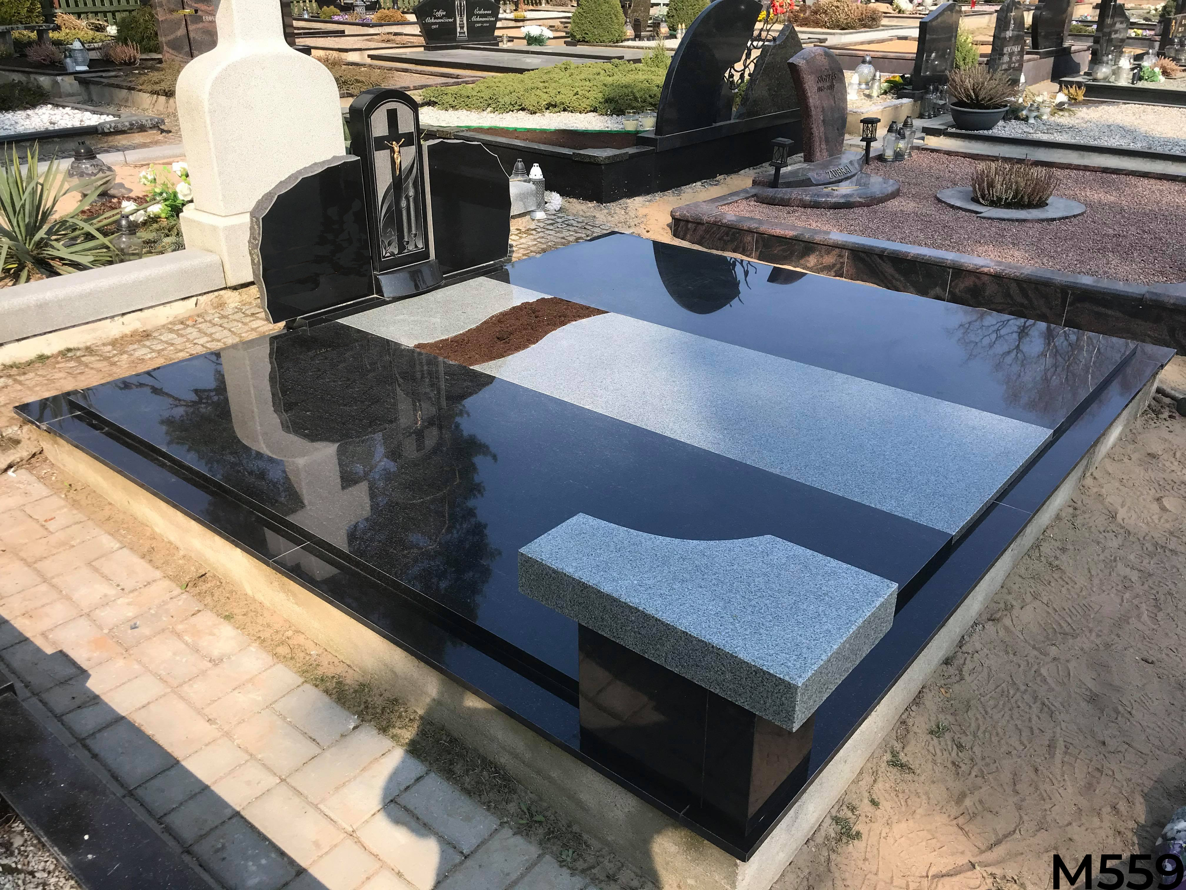 Kapavietė dengta pilko ir juodo granito plokštėmis