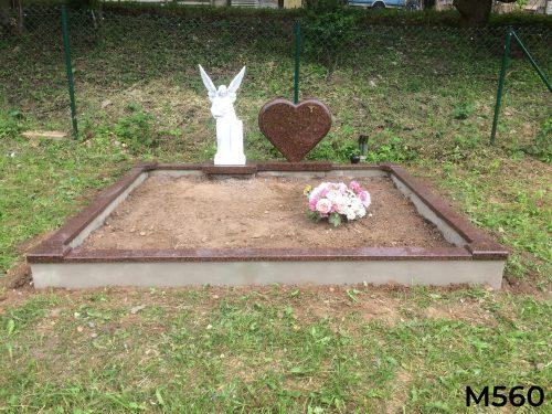 Raudono granito paminklas širdis su angelo skulptūra