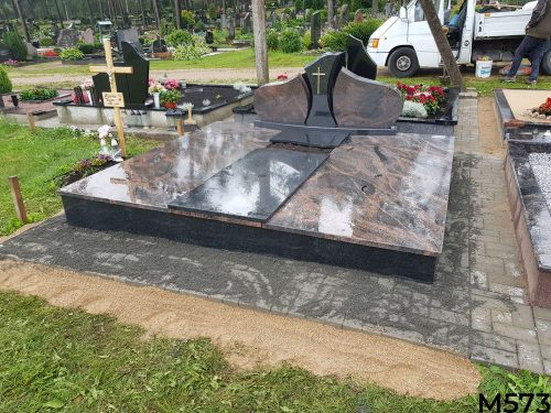 Kapo dengimas granito plokštėmis, trinkelių klojimas, žvakidės, kryžiai, pamato betonavimas