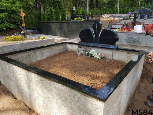 Trijų dalių paminklas, pamato betonavimas, granito tvorelė
