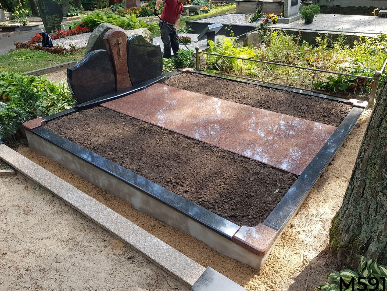 Trijų dalių paminklas su granito plokšte