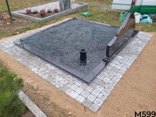 Paminlas širdis juodo ir žalio granito, kapo dekoravimas skalda, trinkelių klojimas