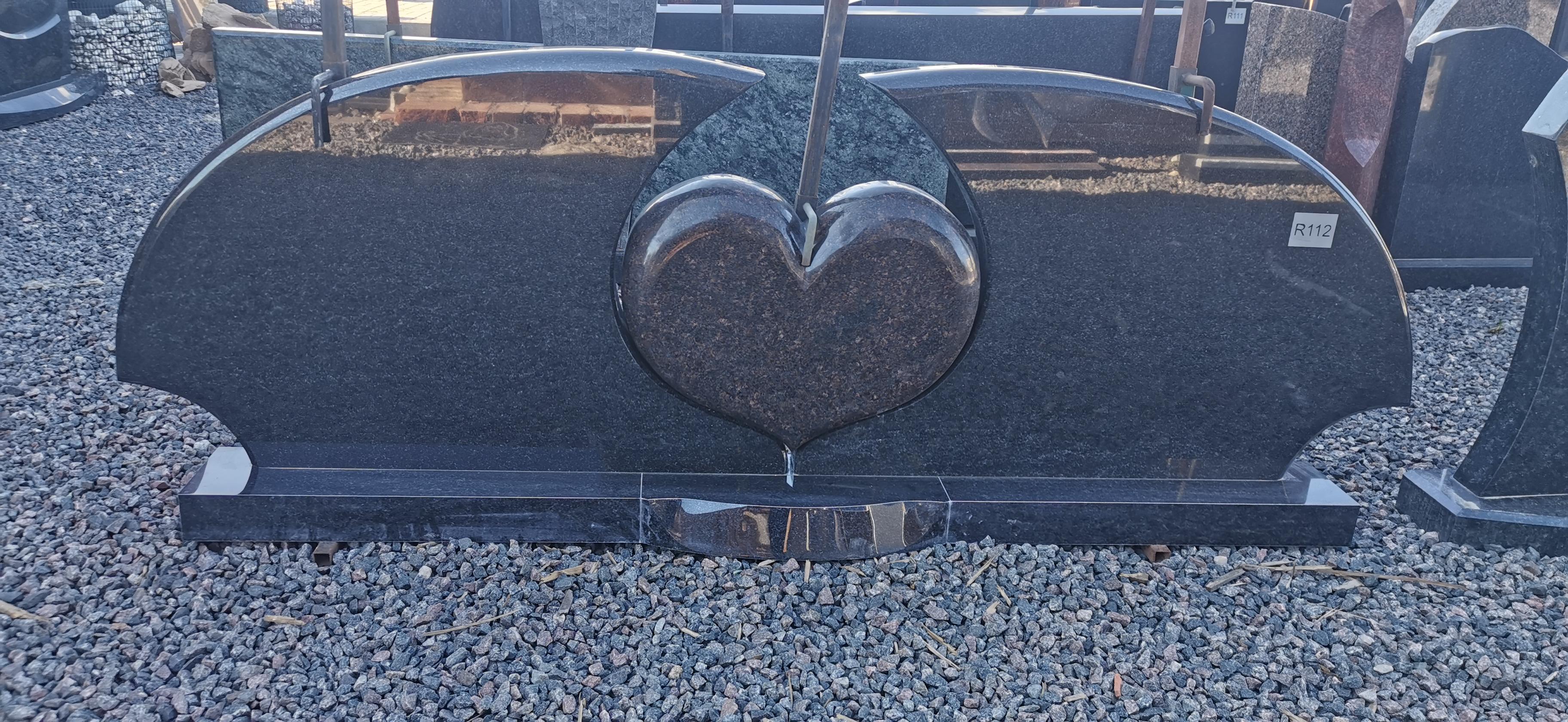 Trijų dalių paminklas juodo gabro diabaz ir rudo Elizovskaja granito