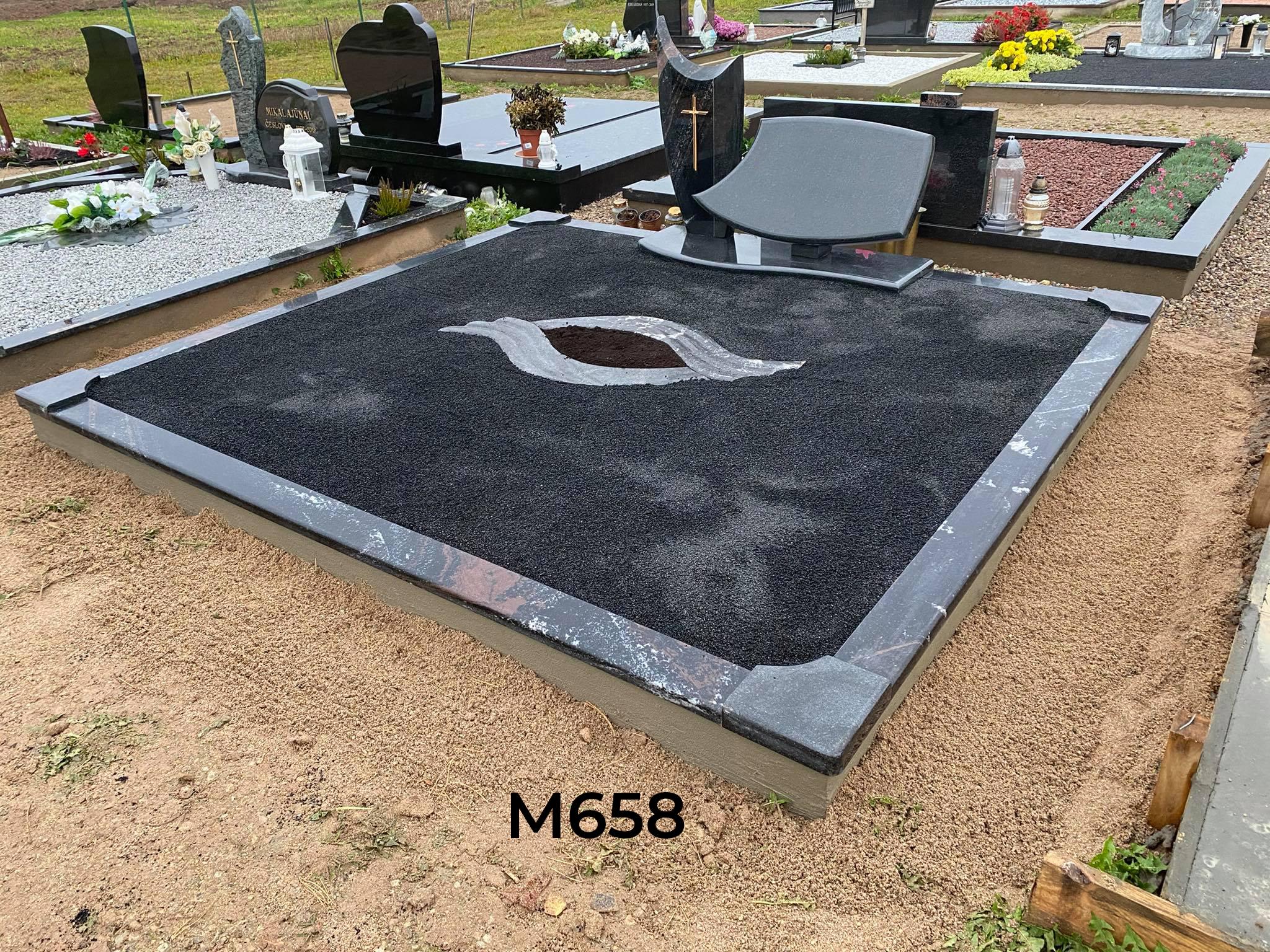 Dviejų dalių paminklas kapas dekoruotas juoda blizgia skalda